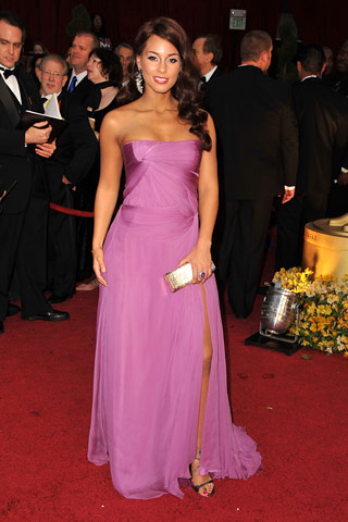 Alicia Keys, in Armani Privé, with Fred Leighton jewels and a Zufi Alexander clutch. - style.com