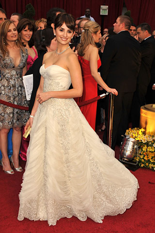 Penélope Cruz, in vintage Balmain Couture, with Chopard jewels and a Leiber clutch. - style.com