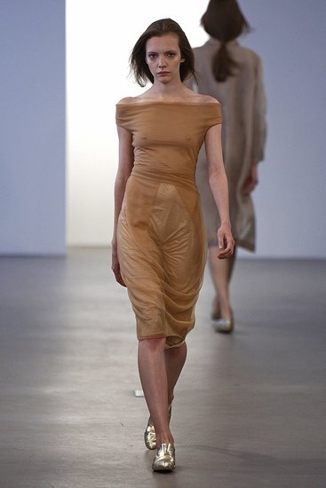 calvin-klein-collection-w-resort-2010-nyc-060309-ph_lecca,dan-look-06.preview